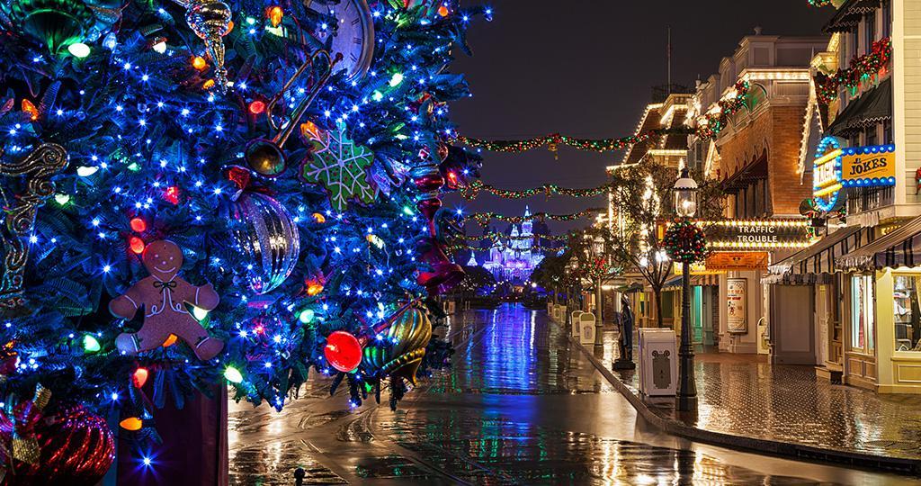 Disneyland Park S Stunning Holiday Decor Disney Credit Cards